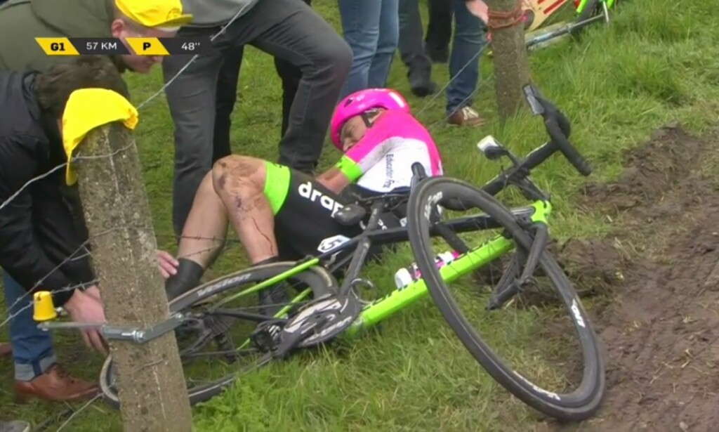 I PIGGTRÅDEN: Mitchell Docker uheldig under søndagens Flandern rundt. FOTO: Skjermdump Eurosport Player