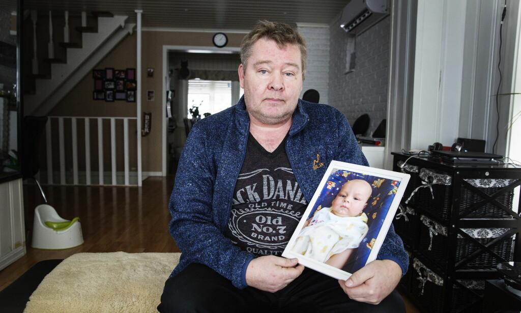 FORSVARER ERLID: Sønnen til Tor Otto Buvik hadde en dødelig sykdom, og ble fraktet fra Thailand til Norge for behandling. Gutten døde seinere. Legen Terje Erlid, som fraktet babyen, fikk advarsel og kritikk av Helsetilsynet for jobben. Men faren forsvarer legen. Foto: Henning Lillegård / Dagbladet .