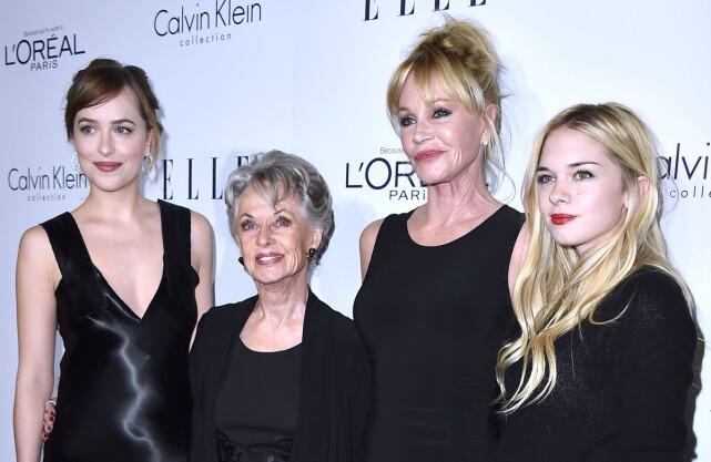 STJERNEFAMILIE: Dakota Johnson med sin bestemor Tippi Hedren, mor Melanie Griffith og lillesøster Stella Banderas. Foto: NTB Scanpix
