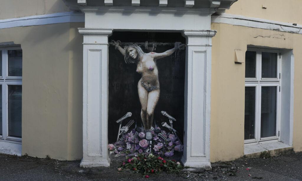 image: Kunstneren avslører: Derfor «korsfestet» han Listhaug