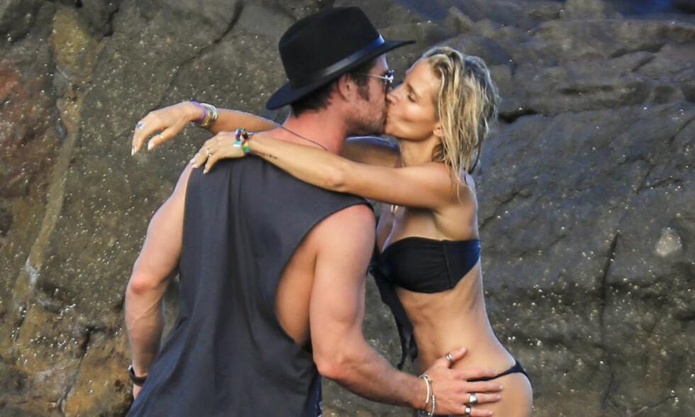 HOT: Det veltrente skuespiller-paret klinte åpenlyst på stranden. Foto: NTB Scanpix