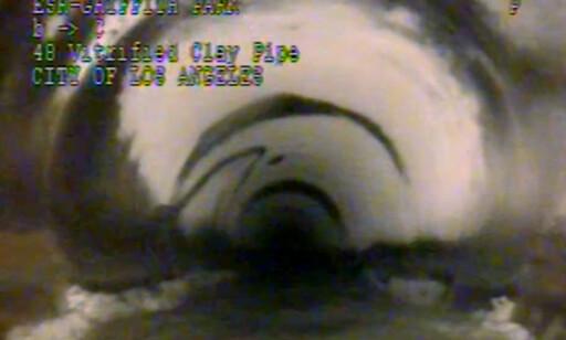 STILLE OG MØRK: I 12 timer befant den lille gutten seg inni dette kloakksystemet i Los Angeles. - Det var helt stille. Det eneste jeg kunne høre var vannet som fløt, fortalte gutten etter at han ble reddet opp. Foto: Los Angeles Department of Sanitation/AP/Scanpix