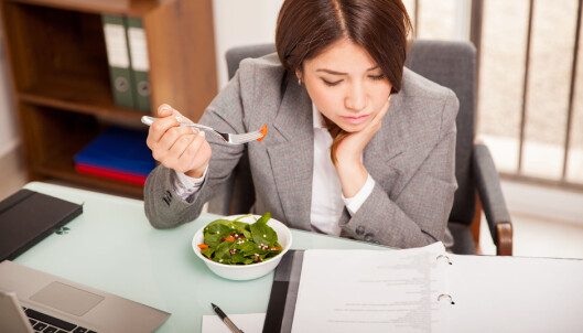 Spiser du ved pulten? Da skal du ha betalt