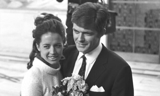 GIFT MED NORDMANN: Lill-Babs og den norske fotballspilleren Kjell Kaspersen var gift mellom 1969 og 1973. Her fra bryllupsdagen. Foto: NTB Scanpix