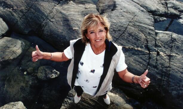 1997: Lill-Babs har med seg en fotograf på fisketur. Foto: NTB Scanpix