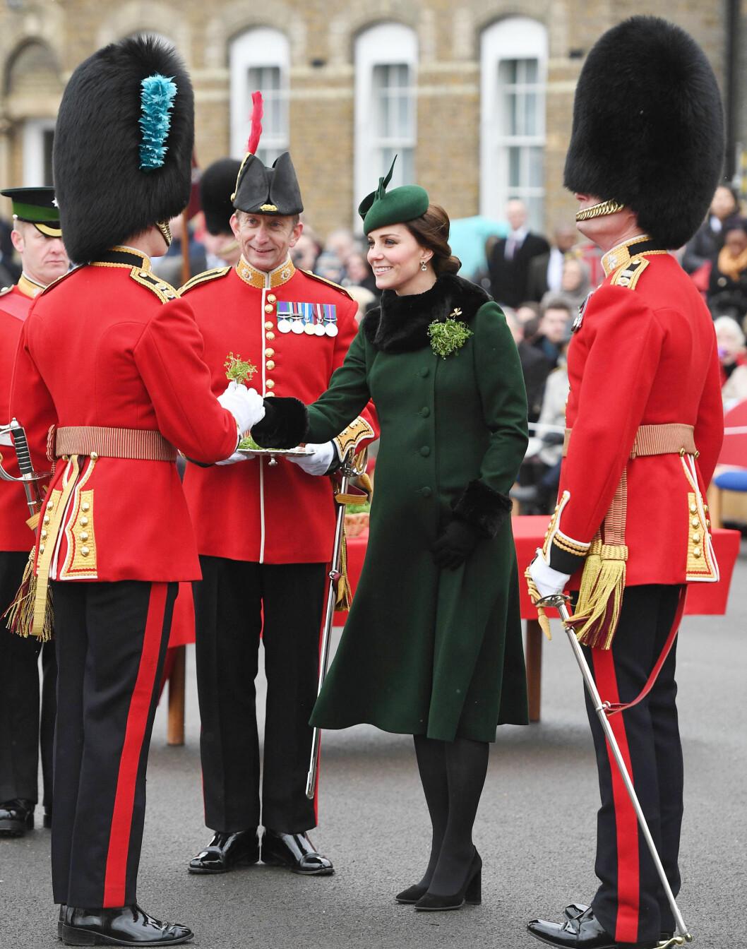 ST. PATRICK'S DAY: Hertuginne Kate var med da den tradisjonsrike høytiden St Patrick's Day ble feiret i Storbritannia og Irland den 17. mars. Foto: NTB Scanpix