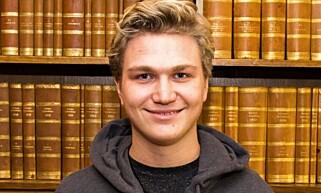 FORLSAG: Nicolai Øyen Langfeldt i Unge Høyre mener det er på tide å lovfeste at ingen fossilbiler skal selges i 2025. Foto: Unge Høyre