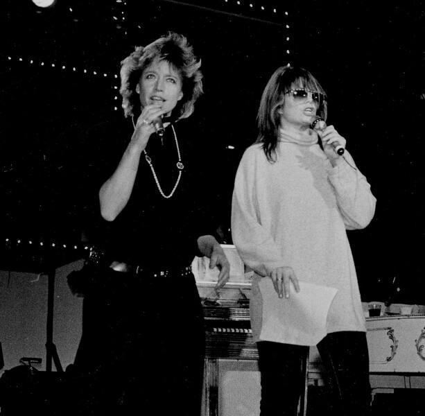 GOD VENNINNER: Lill-Babs på scenen med Wenche Myhre. Foto: Dagbladet