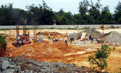BYGGEBOOM: Det har vært enorm byggeaktivitet på Boracay de siste årene. Og ikke alt har vært like lovlig. Foto: NTB Scanpix