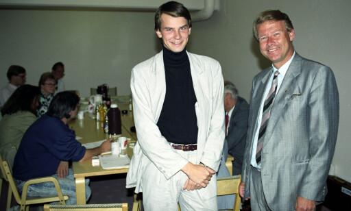 WONDERBOY: Tor Mikkel Wara startet som rådgiver for Carl I. Hagen allerede som 21-åring.Her fra Frp's sentralstyremøte i1989 . Foto: Morten Hval / NTB / SCANPIX