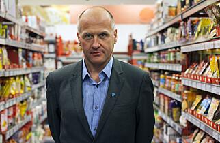 BEKYMRET: Forbrukerrådet ønsker å følge opp matvareindustriens og dagligvarekjedenes løfter om å gjøre maten sunnere, slik som å kutte ned på innholdet av salt. Fagdirektør Gunstein Instefjord synes resultatet er nedslående. Foto: Forbrukerrådet.
