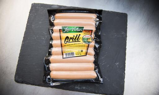 SALT GRILL: Bedriften på Hønefoss har lovet å få ned saltinnholdet. Likevel viser undersøkelsen at saltinnholdet ligger konstant på grillpølsene til Leiv Vidar Foto: Endre Vellene