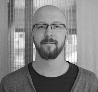 FINNER INGEN KOBLING: Tony André Hasselø i Kopinor kan ikke se at Jan Erik Vold er kreditert for «Høst» i gamle eksamensoppgaver. Foto: Hege Lunde / Kopinor