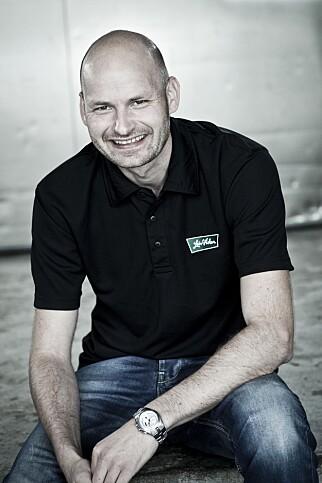 OPTIMIST: Markedssjef Asbjørn Koller i Leiv Vidar sier at selskapet jobber kontinuerlig med å redusere saltinnholdet.