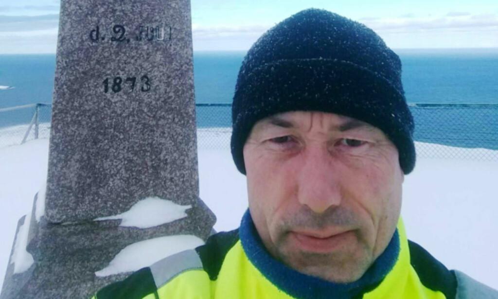 ENDELIG HJEMME: Tom Wangsholm har vært i Finnmark i 13 dager på grunn av været. Nå har han endelig landet på Gardermoen. Foto: Privat
