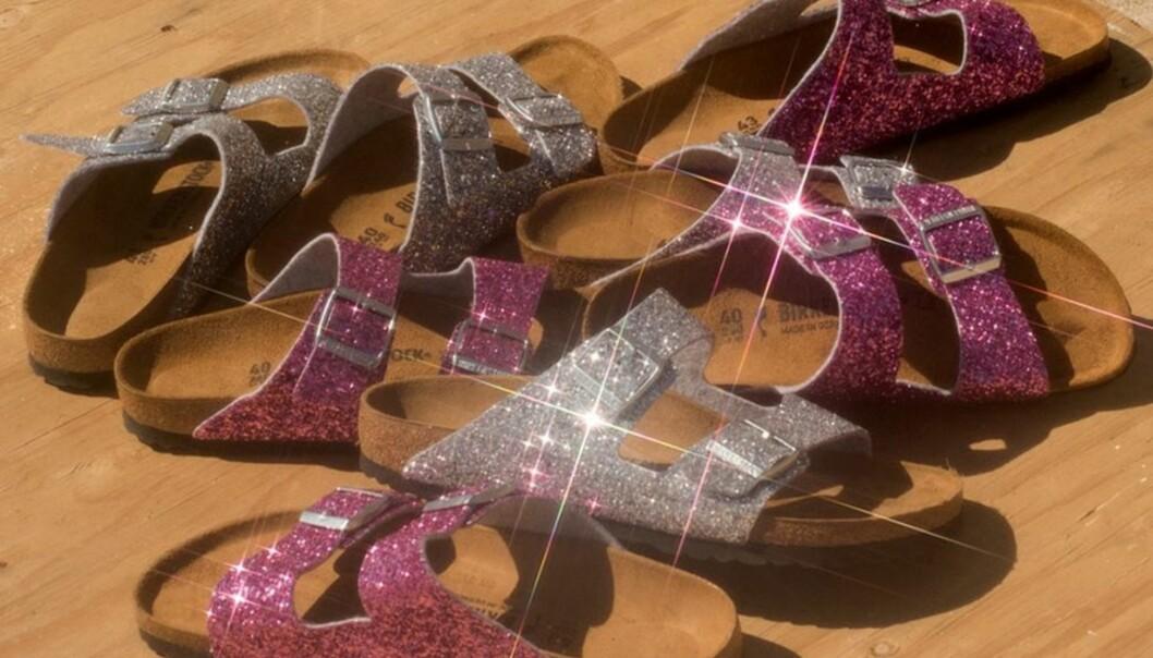 NYE BIRKENSTOCKS: Disse glitrende skoene er et samarbeid mellom Birkenstock og Opening Ceremony. FOTO: Birkenstock x Opening Ceremony
