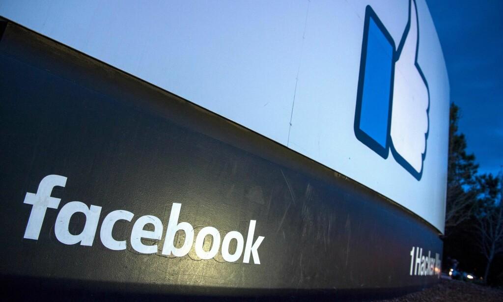 SKANDALE: Facebook sa i går at opptil 87 millioner Facebook-brukere kan ha delt data med analyseselskapet Cambridge Analytica. Nå opplyser Facebook at 37 550 norske brukere kan være rammet. Foto: AFP PHOTO / JOSH EDELSON / NTB Scanpix