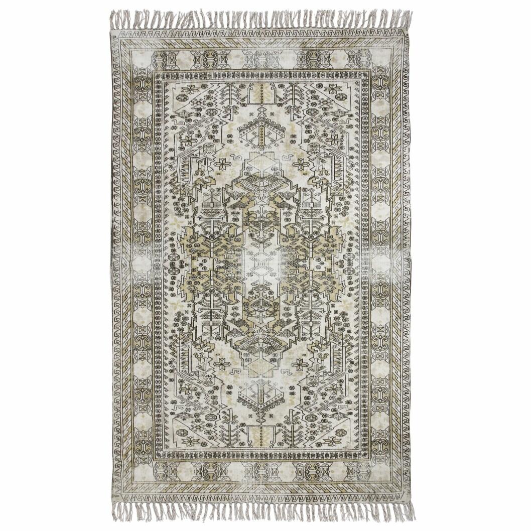 Teppet som gir en herlig etnisk vintagefølelse, «Dusty overdyed rug» (kr 3000, HK Living).