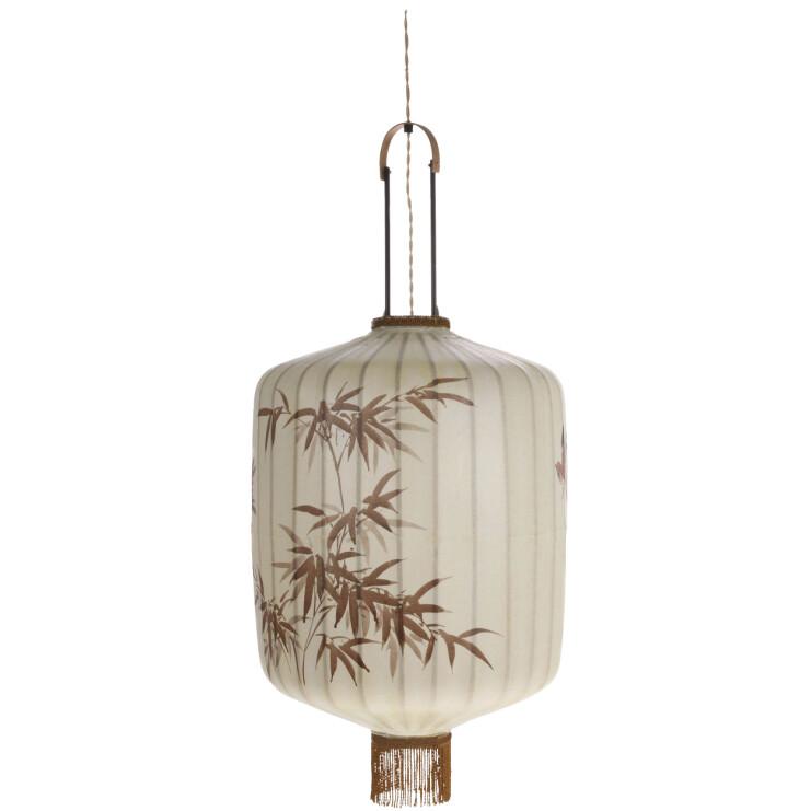 Lanterne av tekstil og bambus, med malt mønster av en taiwansk kunstner (kr 4500, HK Living).