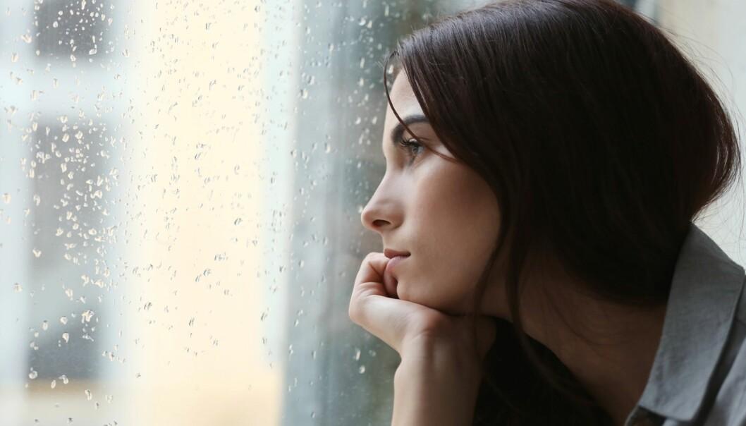 MANGE ER ENSOMME: Blant samtalene Kirkens SOS mottar, er ensomhet, psykisk helse og relasjonsutfordringer typiske temaer. Foto: NTB Scanpix