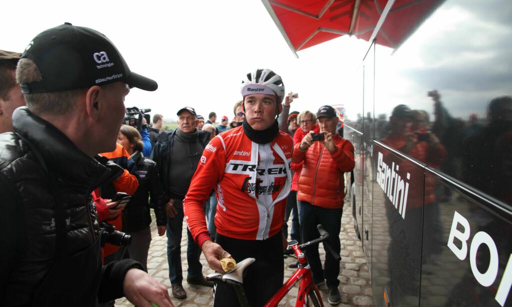 PÅFYLL: Vaffel gjør godt for Mads Pedersen, som ble nummer to i Flandern rundt. Foto: Jarle Fredagsvik/procycling.no