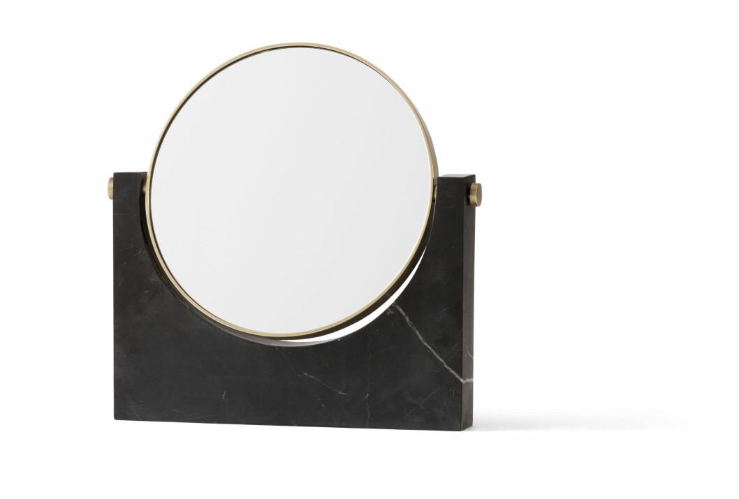 Speilet «Studiopepe», messing og svart marmor (kr 3000, Menu).