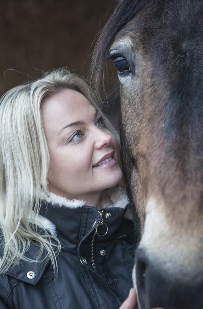 KUTTET UT KJØTT: Det er bare tre år siden Anette selv kuttet ut kjøtt, og det var kjærligheten til dyrene som fikk henne til å ta valget. FOTO: Alf Berg