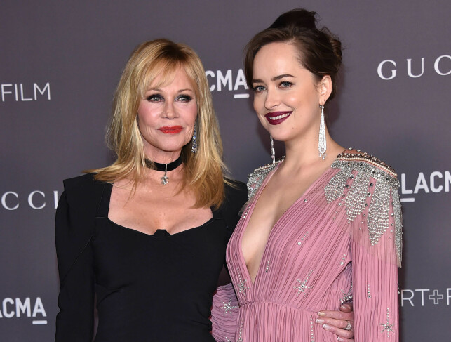 MOR OG DATTER: Melanie Griffith og Dakota Johnson. Foto: NTB Scanpix