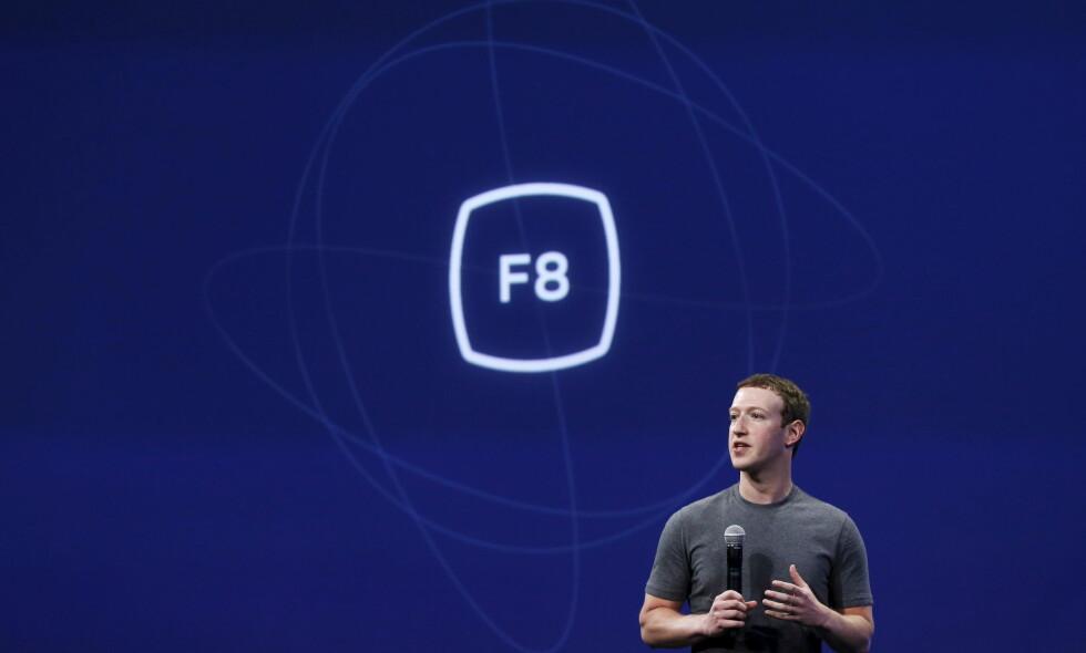 TRØBBEL: Facebook og Mark Zuckerberg har innrømmet at tredjeparter kan ha hentet ut informasjon fra alle Facebooks brukere. Mandag får du beskjed om du er rammet. Foto: REUTERS/Robert Galbraith/NTB Scanpix