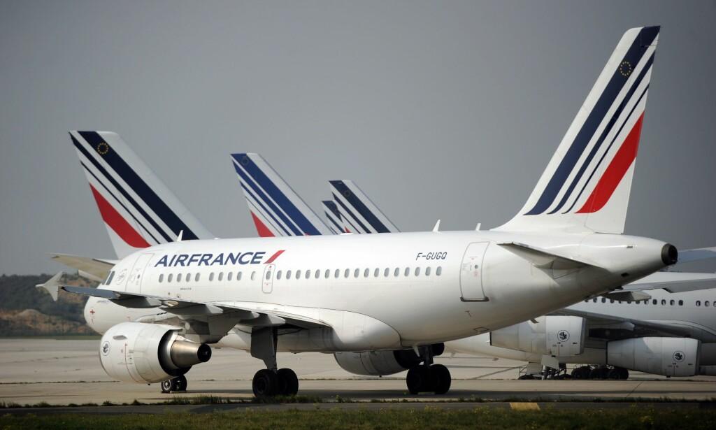 STREIK: Air France sier en firedel av langdistanseflygingene deres til og fra Paris vil bli innstilt lørdag som følge av at ansatte i selskapet streiker. AFP PHOTO / STEPHANE DE SAKUTIN