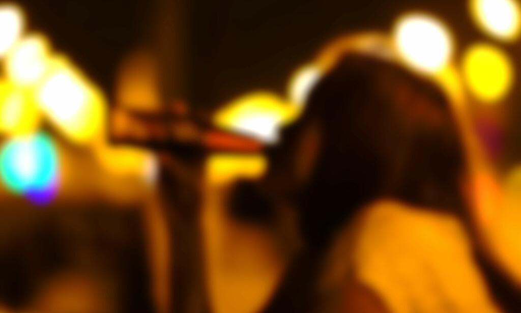 PASS PÅ: Ta hånd om ungdommen som er ute og fester i natt, sier Ungdomsavsnittet ved Majorstuen politistasjon. Illustrasjonsfoto: goldenjack / Shutterstock / NTB scanpix