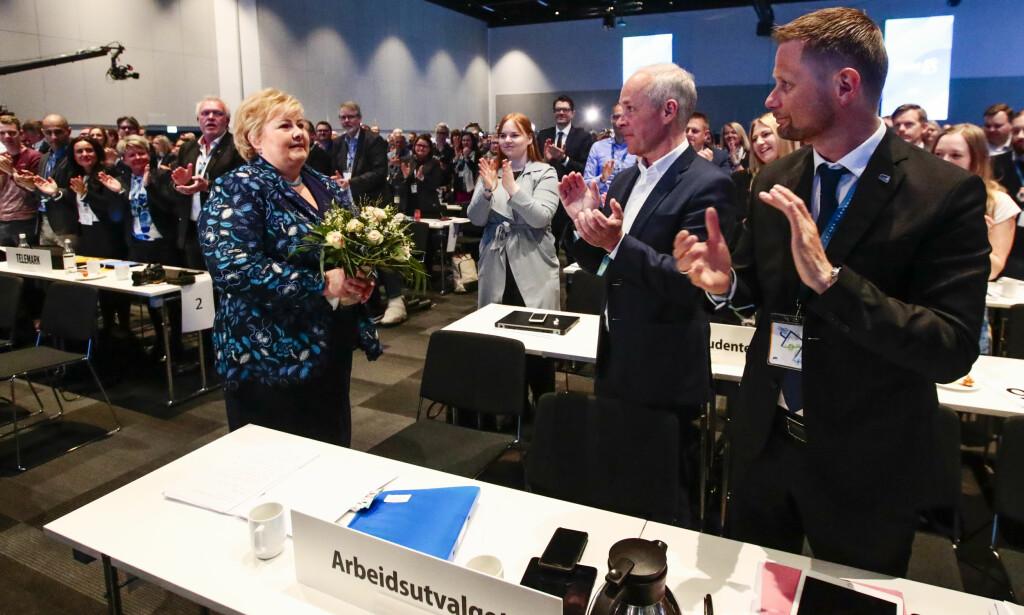 FULL SAL: Statsminister Erna Solberg (Høyre)(t.v.), Jan Tore Sanner og Bent Høie under Høyres landsmøte på Gardermoen fredag. Foto: Lise Åserud / NTB scanpix