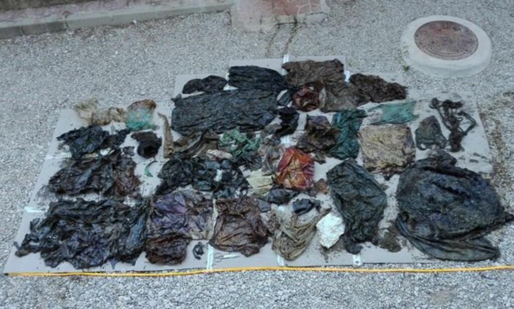 FORKLARINGEN: Her er noe av plastinnholdet fra magen til den strandede hannhvalen, som har satt en foreløpig skrekkrekord langs Middelhavets strender. Foto:Espacios Naturales Protegidos de la Región de Murcia.