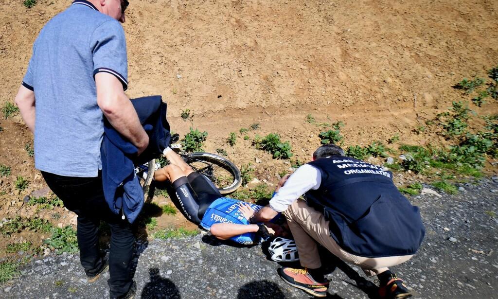 DØDE: Michael Goolaerts fikk hjertestans under sykkelrittet Paris-Roubaix. En ny video viser at hjertet hans trolig stoppet før han krasjet. Foto: AFP PHOTO / Belga / DAVID STOCKMAN / Belgium OUT