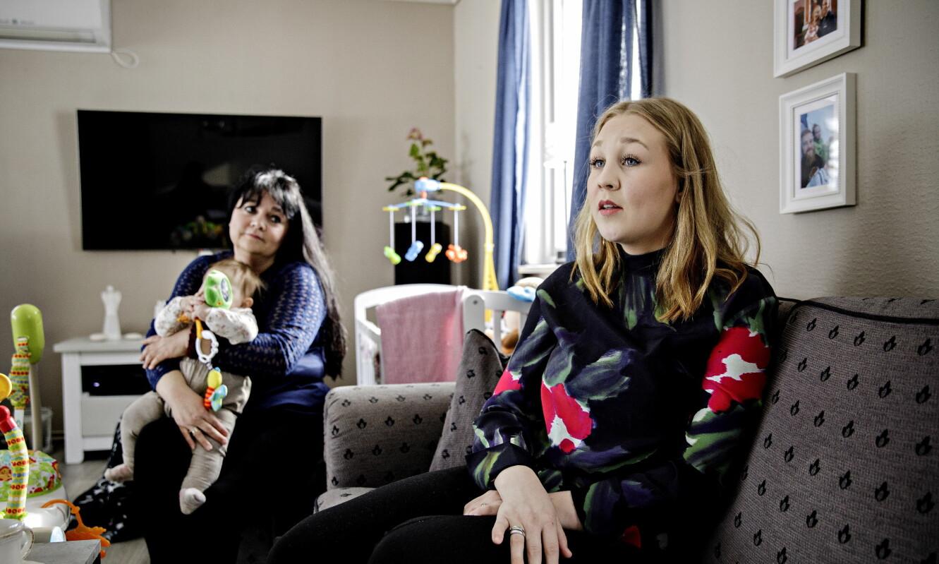 SØKTE INNSYN I FORTIDEN: Da Edel Amanda Haug Øiongen og moren Torill Haug Øiongen søkte innsyn i elevmappa fra barneskolen, fikk de beskjed om at alle dokumentene var kassert.  Foto: Nina Hansen / DAGBLADET