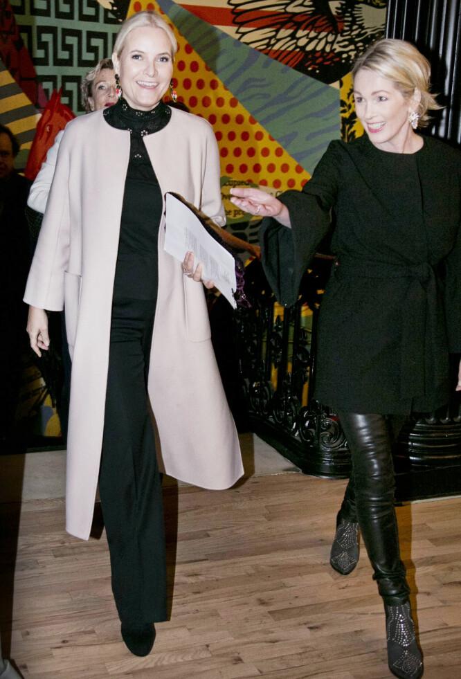 FAVORITT: Flere ganger har kronprinsesse Mette-Marit valgt Pia Tjeltas design på representasjonsoppdrag. I mars var hun på jobb i New York i en bluse signert Tjelta - her sammen med Anita Krohn Traaseth fra innovasjon Norge. Foto: Pontus Höök / NTB scanpix