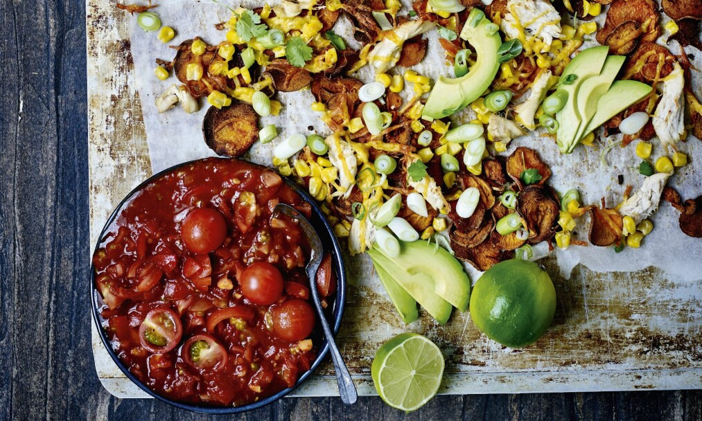 NACHOS AV SØTPOTETER: Søtpotet + kylling + mais + salsa = Nam! FOTO: Nina Malling