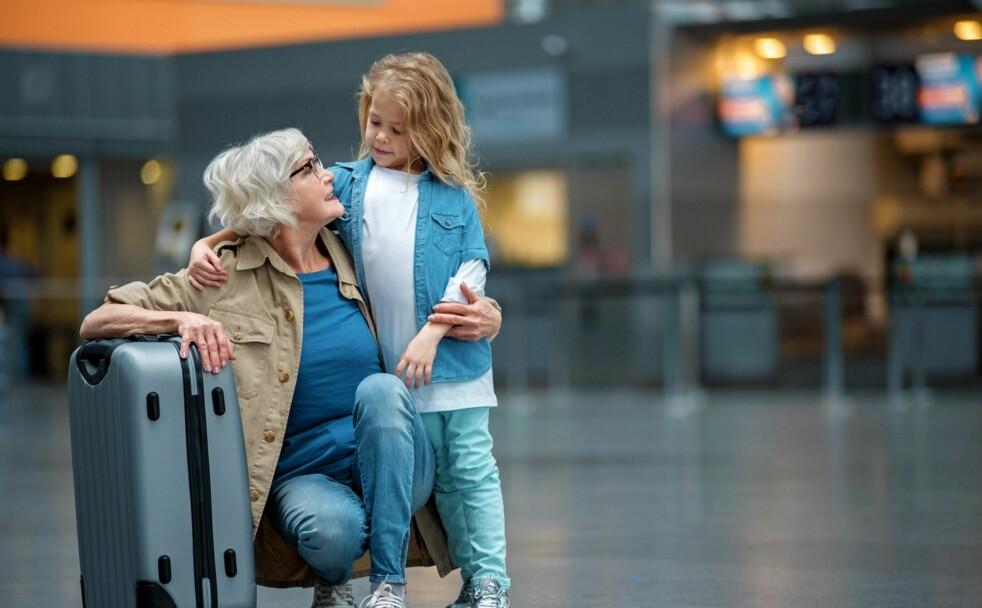 SJEKK BARNEBARNAS PASS: Selv om ditt pass kan ha lang gyldighetsdato, vil ikke passet til barn under 16 år være gyldig i mer enn maks fem år. Foto: Scanpix.