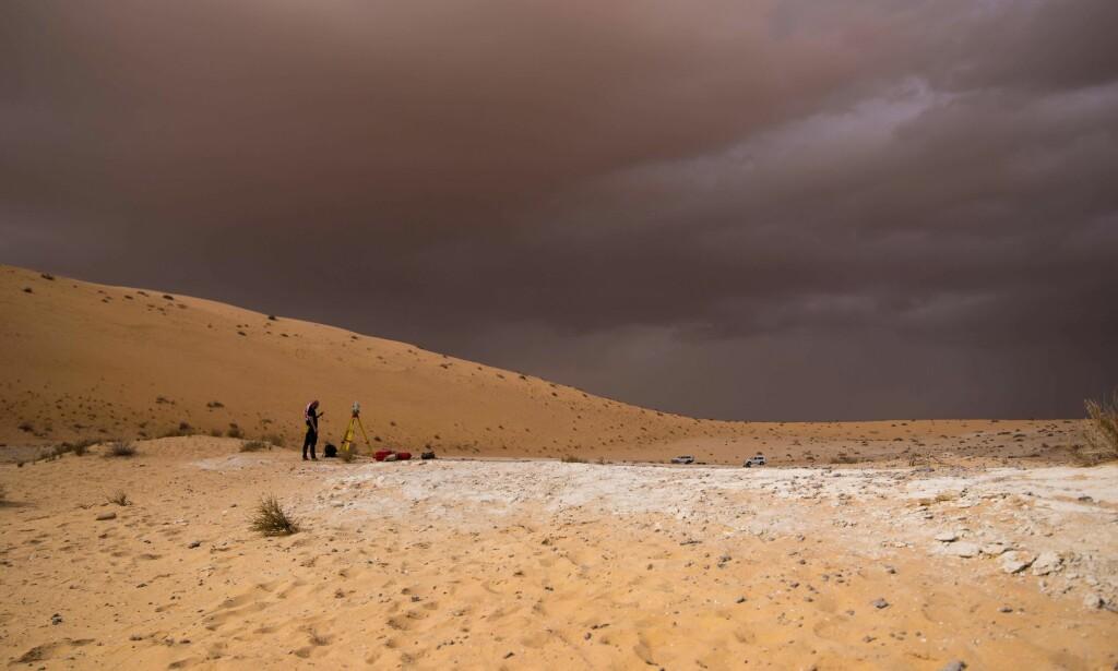 FUNN: Forskere fant 85 000 år gamle knokler etter mennesker her i Nefud-ørkenen i Saudi-Arabia i 2016. Foto: AFP PHOTO / UNIVERSITY OF OXFORD