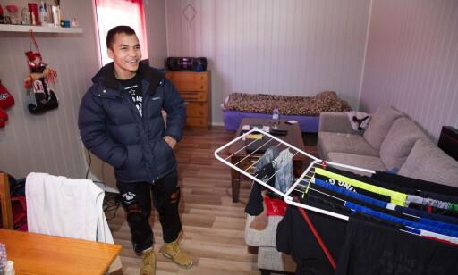 BLIR PÅ HYBELEN: Bernard Torres tar ikke av. Han blir på hybelen på ett rom også framover. Foto: Henning Lillegård