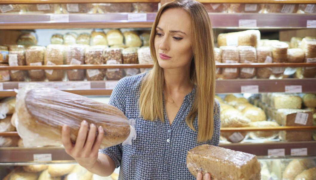 VALGETS KVALER: Ikke la deg lure! At brødet er mørkt betyr ikke nødvendigvis at det er grovt. Den mørke fargen kan komme av tilsatt farge eller sukkerkulør. FOTO: NTB Scanpix