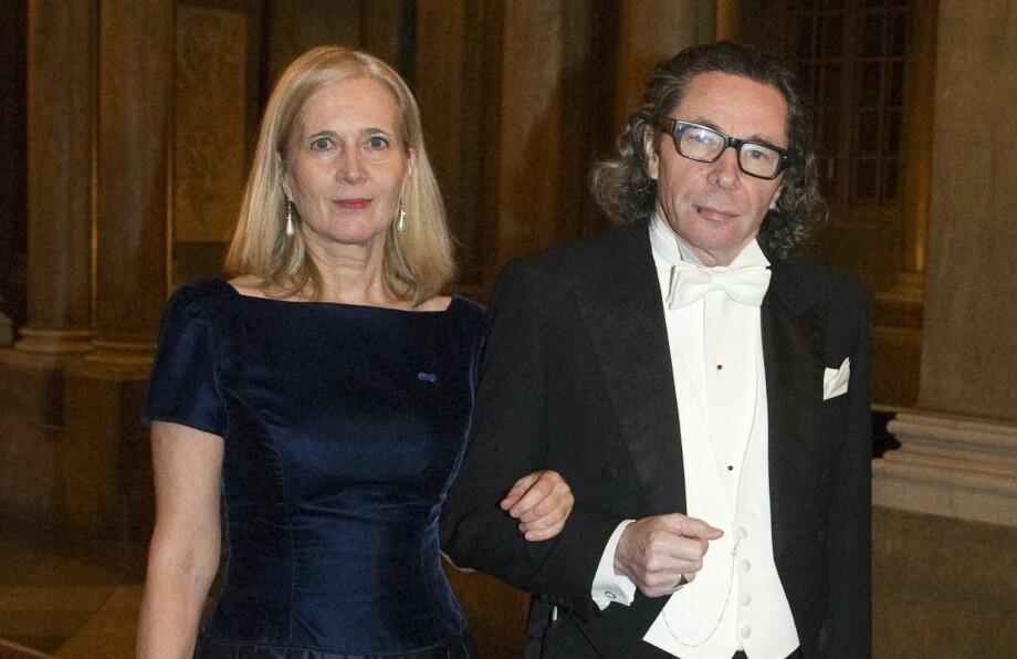 I KJERNEN AV KONFLIKTEN: Kulturprofilen Jean-Claude Arnault er mannen som har skapt splittelse i Svenska Akademien. Kona, poeten Katarina Frostenson, er mangeårig medlem i komiteen. Her er paret avbildet sammen på Nobelmiddag i 2011. Foto: NTB Scanpix