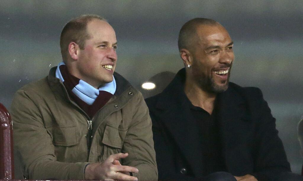 FELLES INTERESSE: Det så ut til at prins William og den tidligere Aston Villa-spilleren hadde nok å snakke om. Foto: NTB scanpix