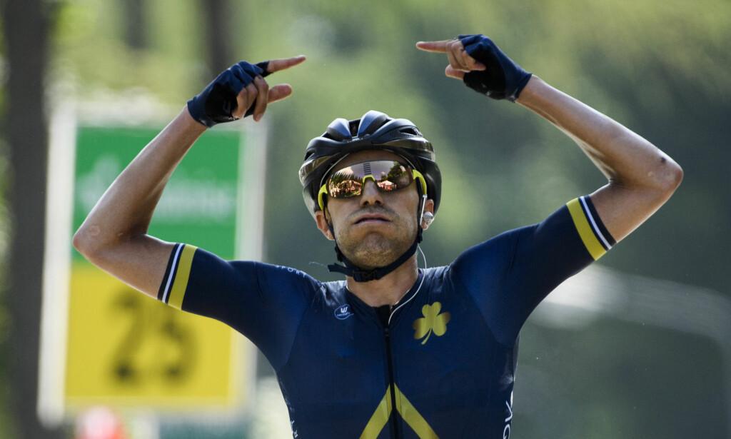 STOR SEIER: Larry Warbasse og Aqua Blue kvitterte for tilliten når de ble invitert til Tour de Suisse i fjor. Denne sesongen har ikke laget klart å klore til seg et av fripassene til de tre største etapperittene, noe som irriterer lagets eier grenseløst. (Gian Ehrenzeller/Keystone via AP)