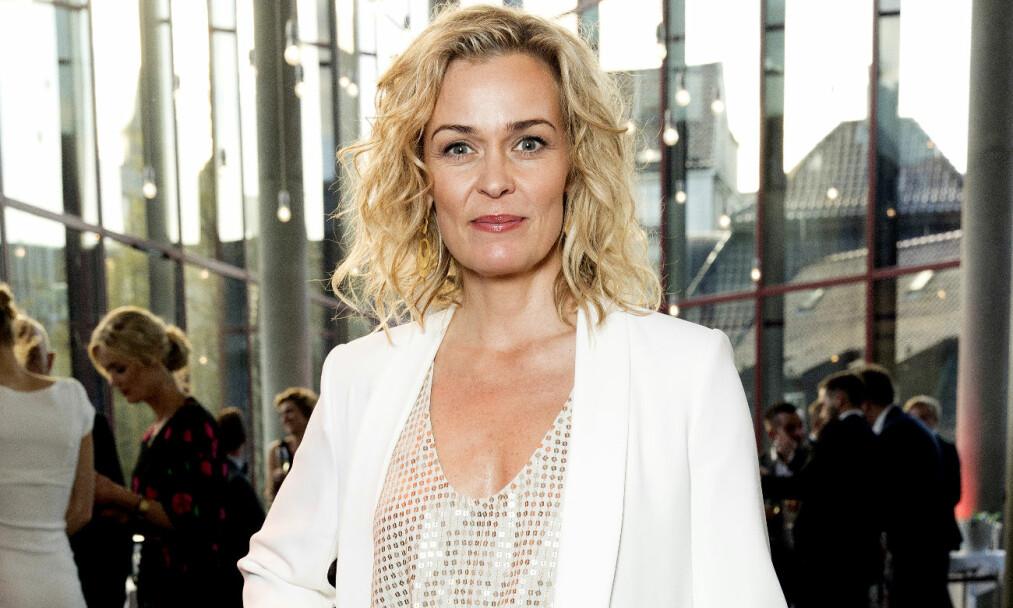 <strong>SKUMMELT:</strong> Skuespiller og programleder Line Verndal innrømmer at hun synes det kan være skummelt med alvorlige kjærlighetsforhold. Foto: Espen Solli/ Se og Hør