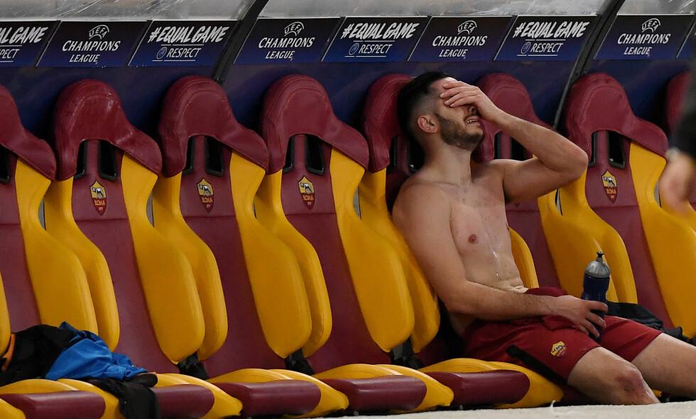 TOK TIL TÅRENE: Romas matchvinner Konstantinos Manolas klarte ikke å holde tårene tilbake etter at seieren var et faktum. Foto: REUTERS/Alberto Lingria/NTB Scanpix