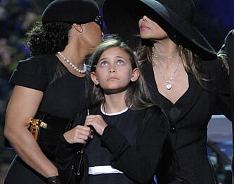 SORG: Paris Jackson avbildet under begravelsen til hennes avdøde far Michael Jackson i 2009. Foto: NTB Scanpix
