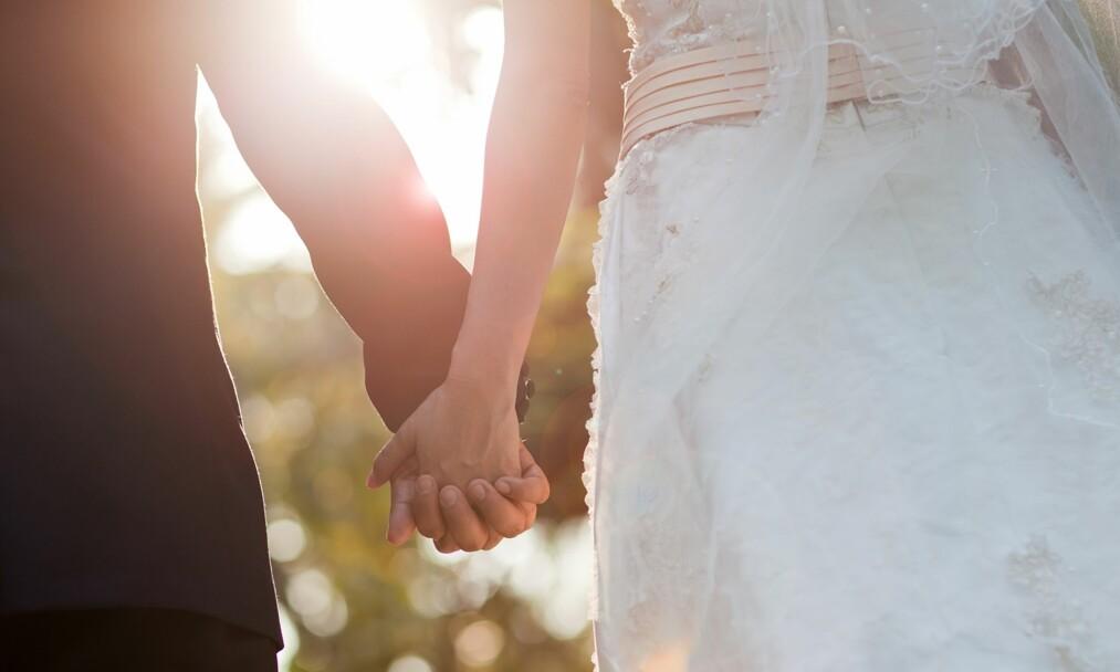 BRYLLUP SOM IKKE KOSTER SKJORTA: I snitt planlegger folk å bruke 60.000 kroner på bryllupet sitt, men du trenger ikke bruke flere hundre tusen kroner for å gifte deg. FOTO: NTB Scanpix