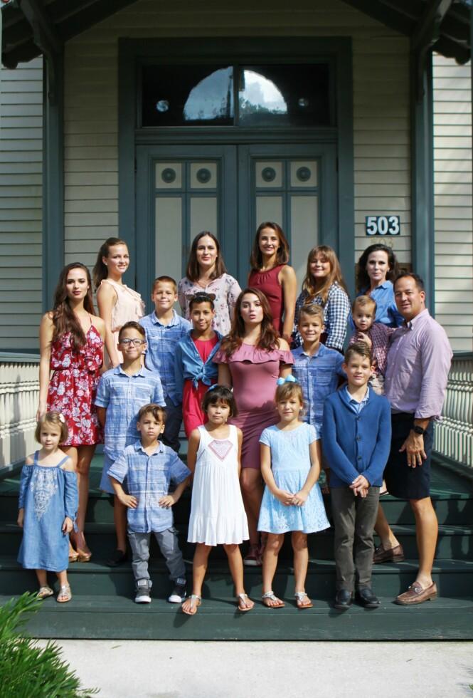 FAMILIEN: Alle barna til Lyette og David får hjemmeundervisning. Foto: Privat