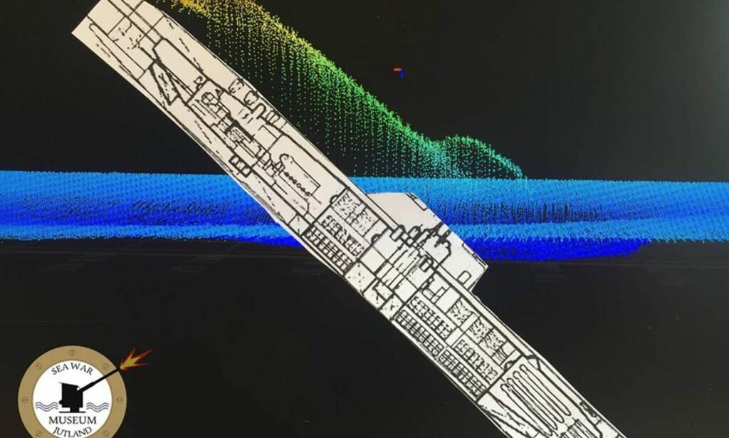 HALVVEIS NEDGRAVD: fronten stikker dypt ned i havbunnen til midtskips. Illustrasjon: Seawarmuseum.dk